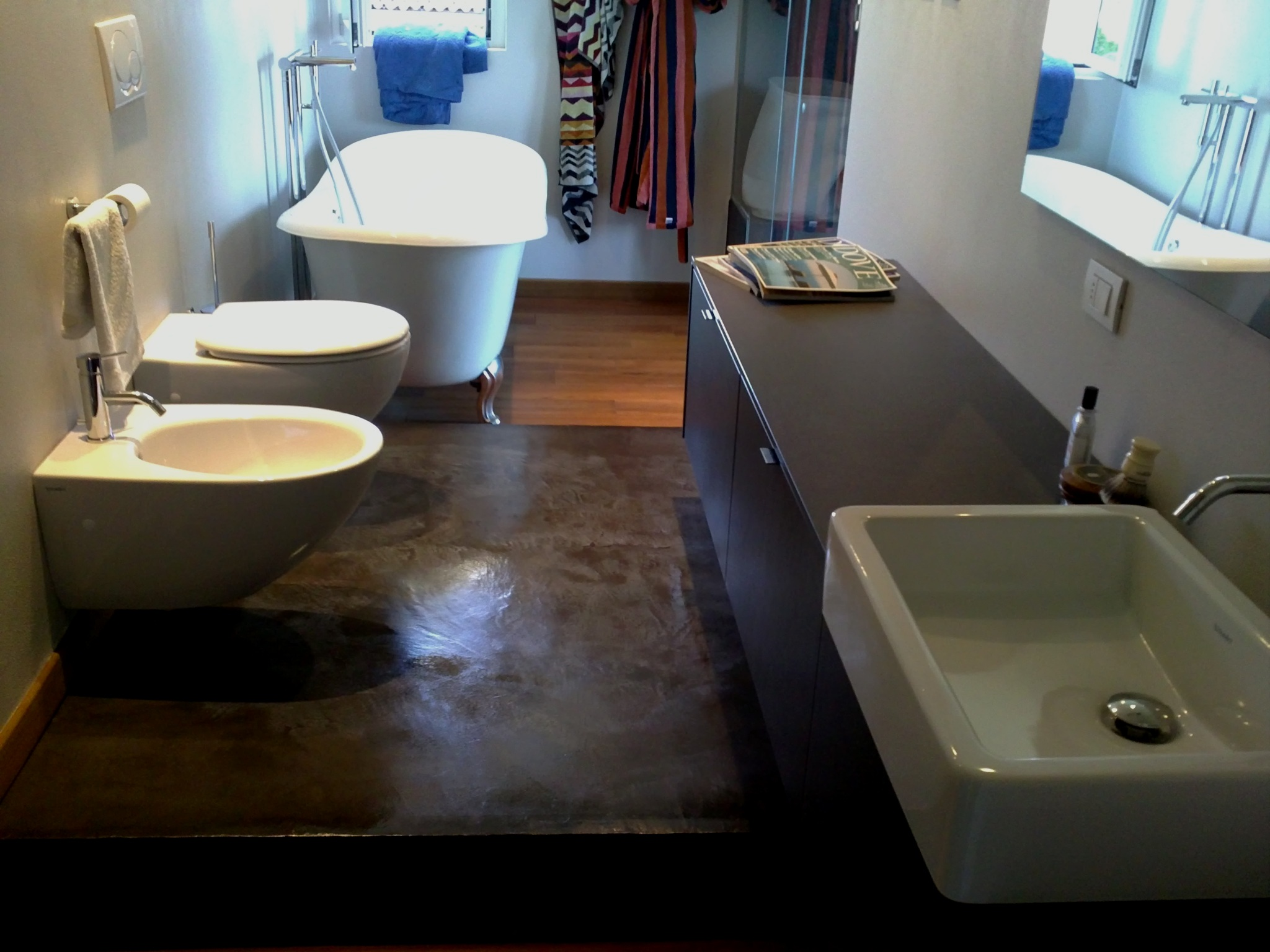 Home pavimenti in resina e rivestimenti in microcemento - Resina in bagno ...