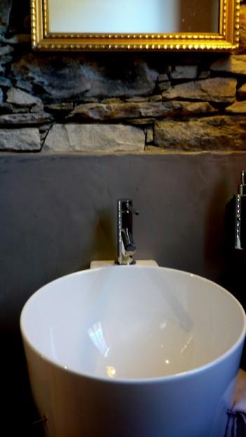 Home pavimenti in resina e rivestimenti in microcemento - Resina su piastrelle bagno ...