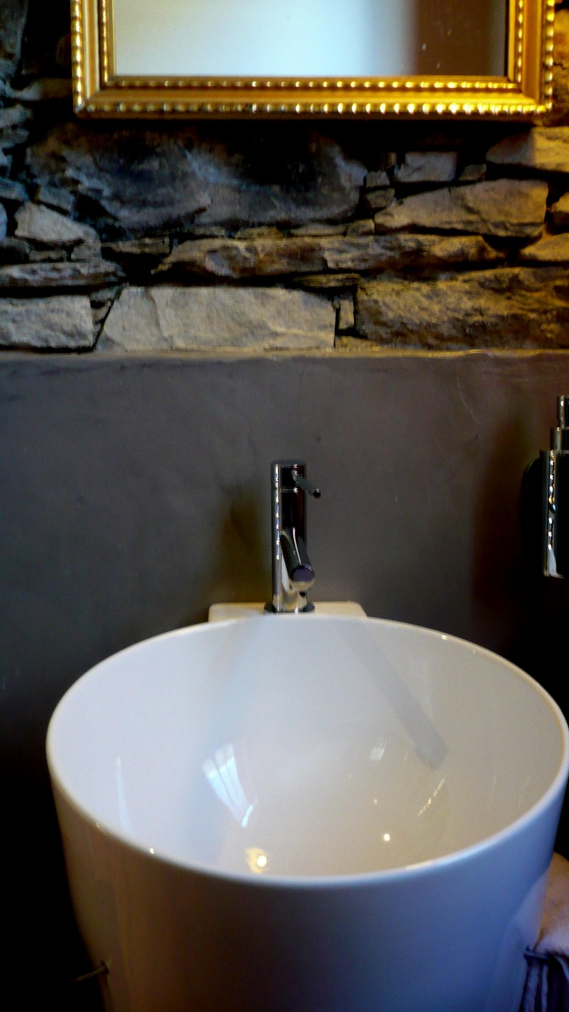 Rivestimento piastrelle bagno in resina - Coprire piastrelle bagno resina ...