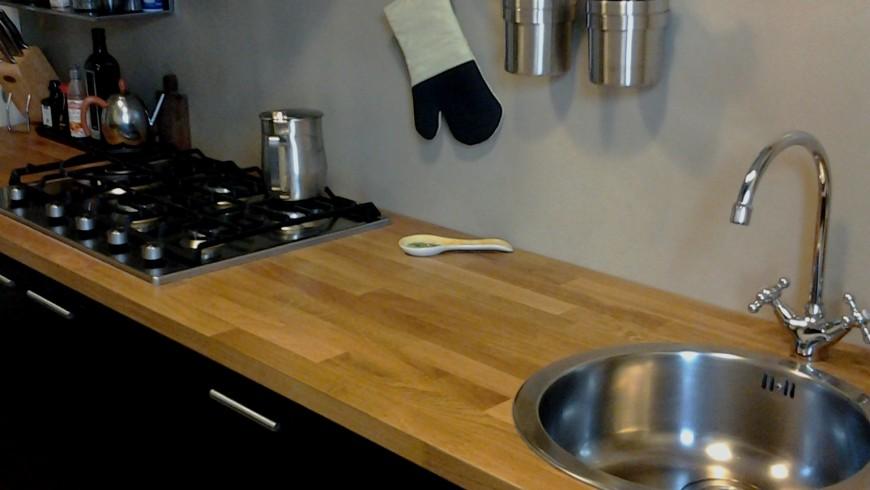 Dettaglio parete cucina in resina - Resina parete cucina ...