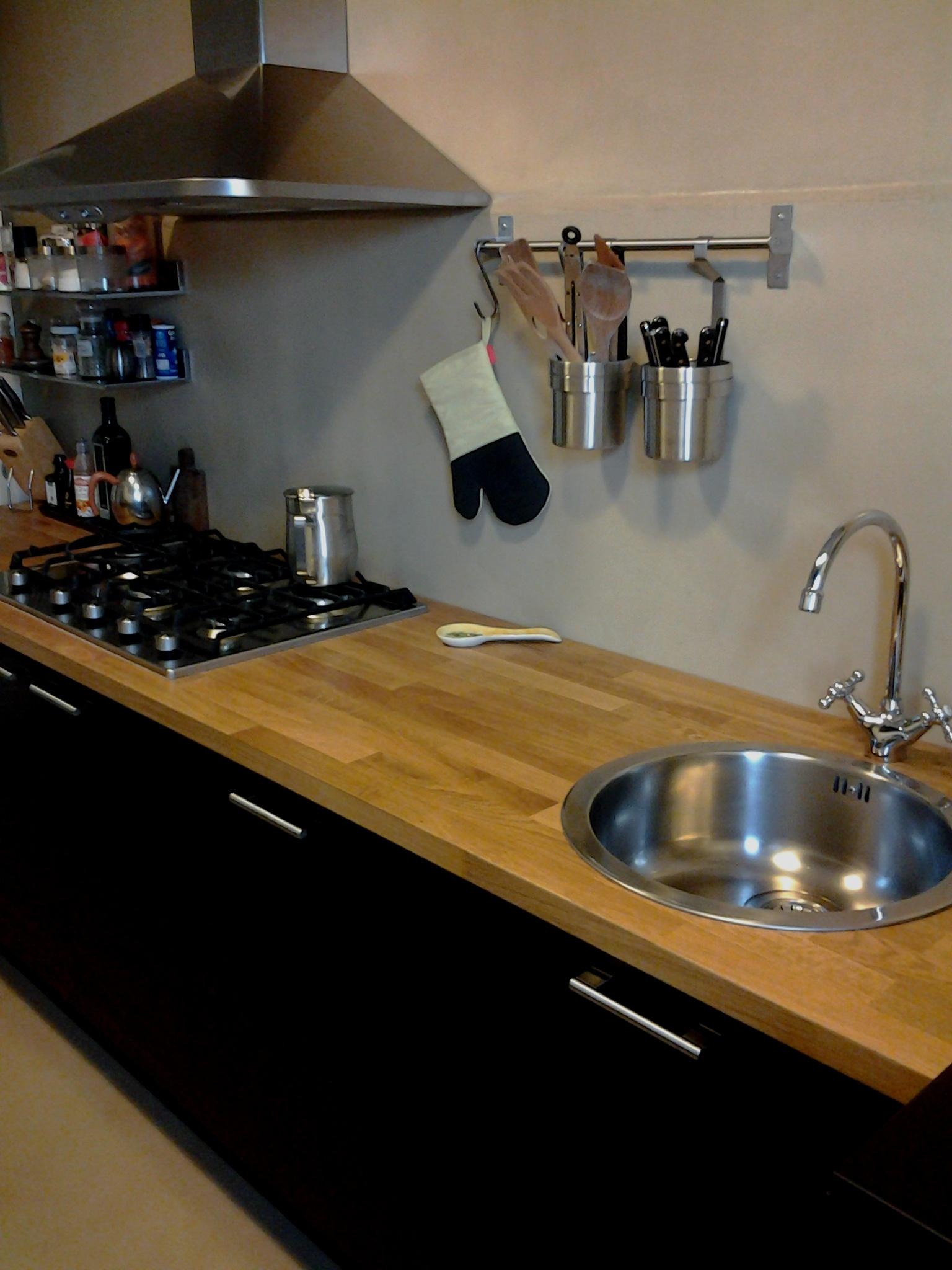 Resina Per Piastrelle Cucina.Home Pavimenti In Resina E Rivestimenti In Microcemento A