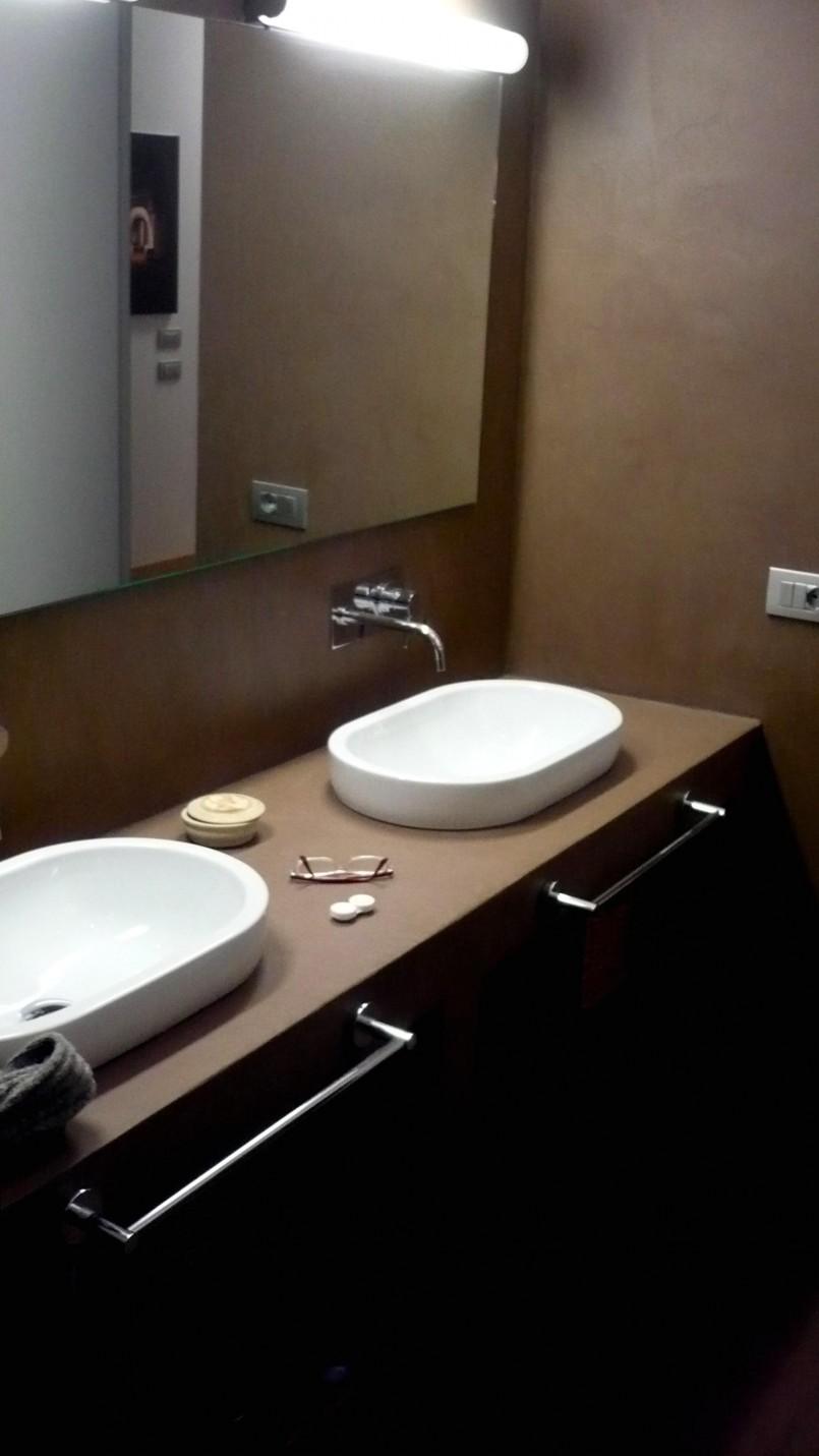 Angolo lavabo bagno in resina for Lavabo bagno resina