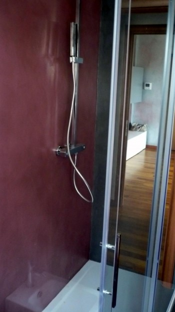 Home pavimenti in resina e rivestimenti in microcemento a varese - Pareti doccia in resina ...